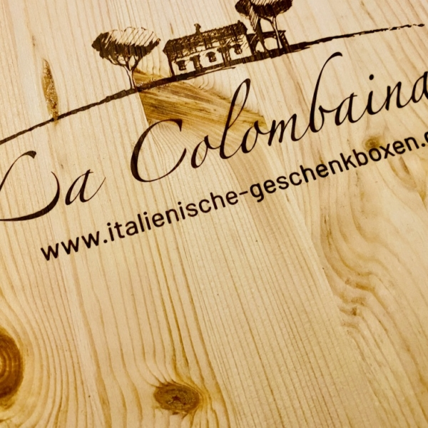 hochwertige Holzkiste mit Deckel aus Pinienholz